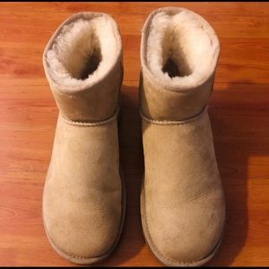 NWOT! MINT CONDITION UGG WOMENS SIZE 7 BOOTS
